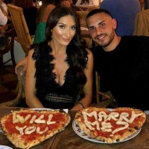 Bað unnustunnar með pizzu